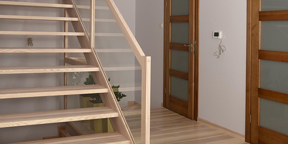 Schody drewniane Olsztyn - Schody policzkowe P186